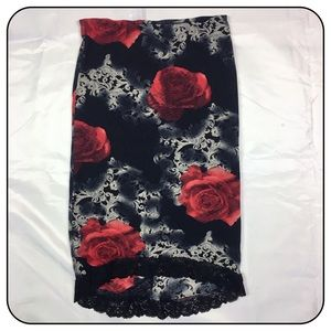 XOXO Rose Pattern Small Pencil Skirt with Lace Hem